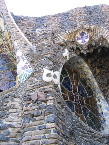 Barcelona-Cripta-Guell-outside-trencadis