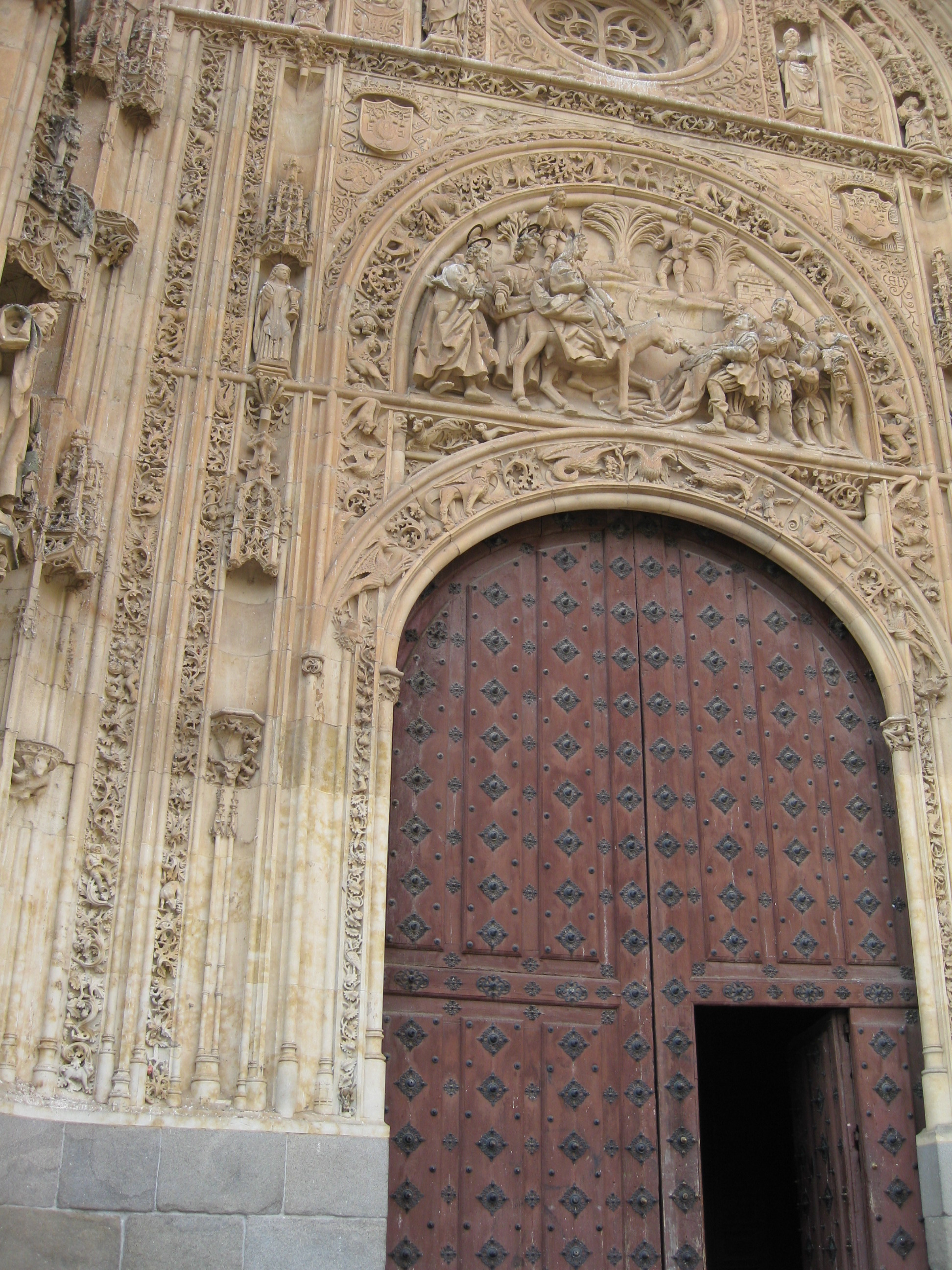 Lateral door, New Cathedral.