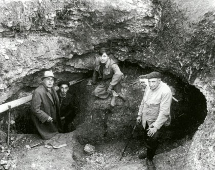 Entrance to the Cave at the end of September, 1940. From left to right: Leon Laval, Marcel Ravidat, Jacques Marsal and Henri Breuil. Photo: http://www.american-buddha.com
