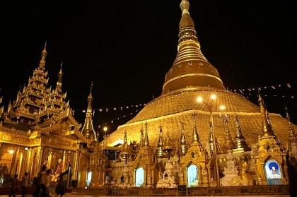Shwedagon Pagoda at night. Photo: http://englishclass.jp