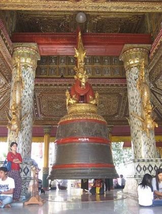 Swedagon Pagoda, The Maha Tissada Gandha Bell. Photo: Wagaung at en.wikipedia
