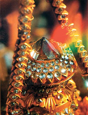 The Seinbu, or bud of diamonds of the Shwedagon Pagoda Yangon Myanmar. Photo: http://www.myanmar-all.com