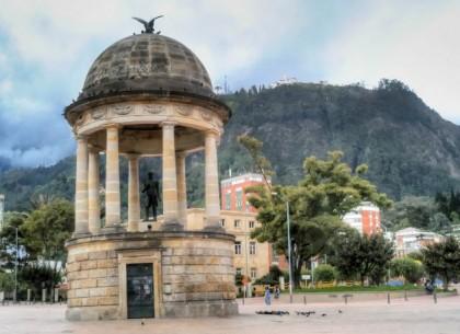 Statue at Parque de los Periodistas in Bogotá, Colombia. Photo: Enzo Molino.