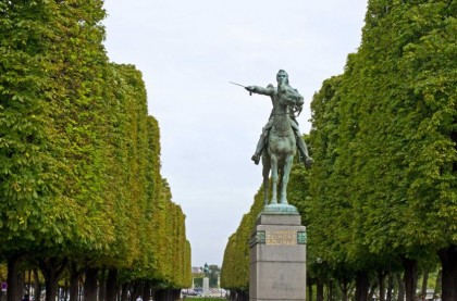 Statue of Simon Bolivar near Champs Elysees in Paris. Photo by David Fre.