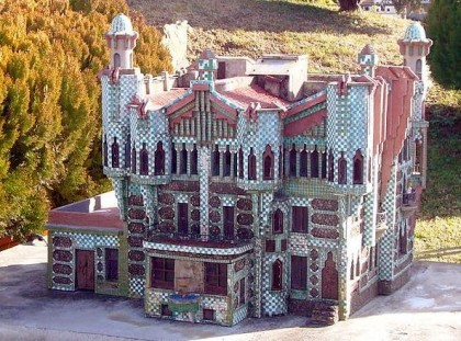 "Casa Vicens, Scale model at the ""Catalunya en Miniatura"" miniature park. Photo: Jordiferrer, Wikipedia."