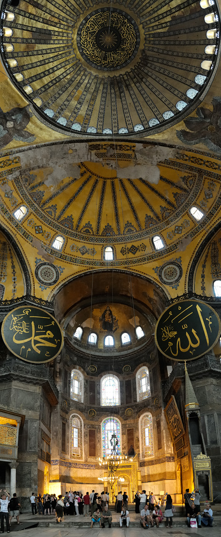 Interior view of the Hagia Sophia, showing Islamic elements on the top of the main dome. Photo: Wikipedia, Christophe Meneboeuf.