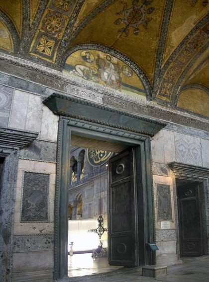 Imperial gate. Photo: Wikipedia, Gryffindor. http://en.wikipedia.org/wiki/File:Imperial_Gate_Hagia_Sophia_2007a.jpg