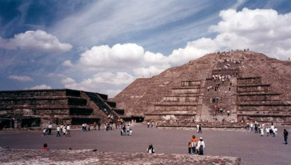 Cultural travel 101. Teotihuacán, Mexico. Sun Pyramid.