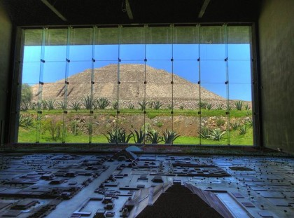 Mexico City, Sun Pyramid and the Teotihuacán Diorama at the Museo de Sitio. Photo: Wikipedia, Fjhuerta.