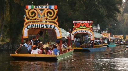 Mexico City, trajineras in Xochimilco. Photo: Wikipedia, Jflo23.